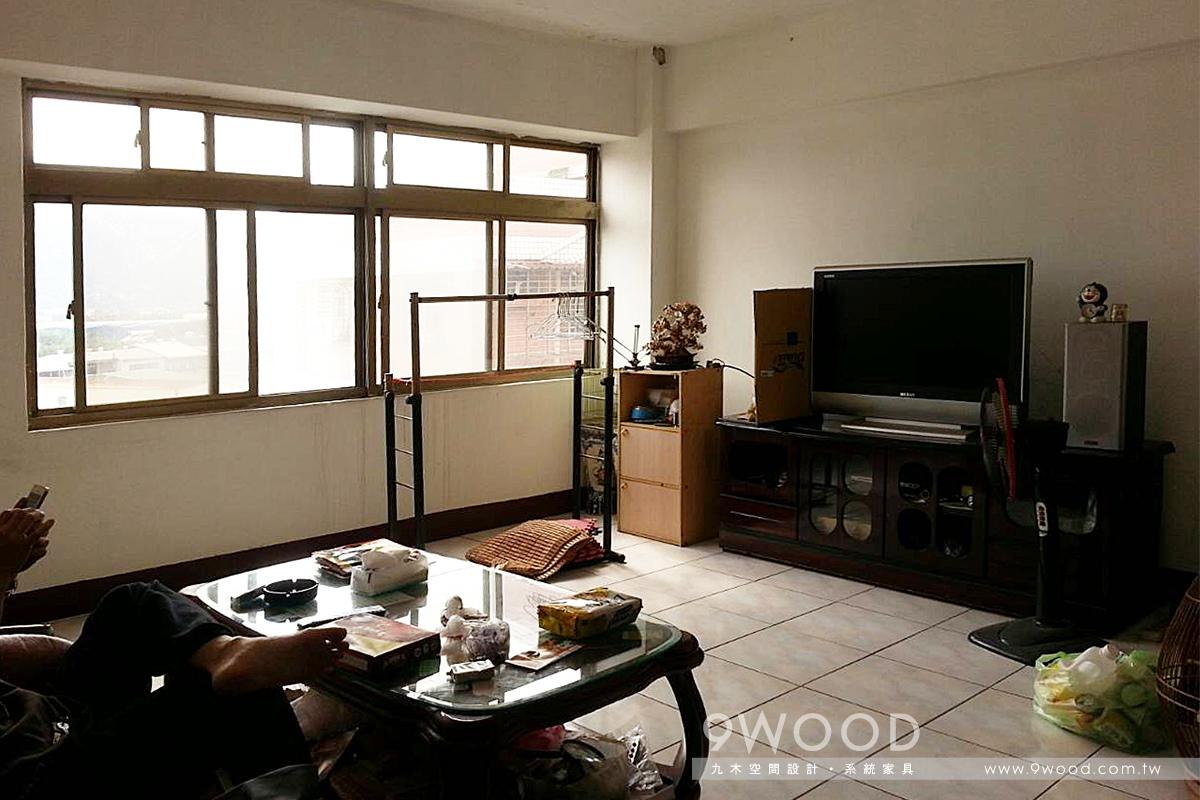 簡約、務實、耐用、溫暖為主的北歐鄉村風,以淺色木紋搭配白色櫃體的運用讓空間更顯清爽、潤實,客廳主視覺文化石牆面與鄉村風家具搭配,把田園間愜意的鄉村感帶進屋內,簡化後的空間線條,讓空間更無壓力,充滿幸福感。文化石,超耐磨木地板,木百葉窗,臥榻,北歐風,鄉村風,防水工程,壁癌解決方式,窗戶包框施工,冷氣安裝,木工,油漆跳色,林口 系統家具,桃園 系統家具,八德 系統家具,新北市 系統家具,台北 系統家具