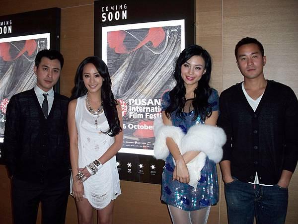 四人到戲院準備見觀眾.jpg