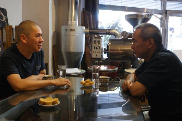 蔡明亮(左)與侯孝賢(右)在蔡李陸咖啡.JPG
