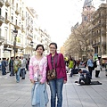 La Rambla-西班牙最熱鬧的一條街,中間有很多賣花賣鳥的小店,還有接頭藝人