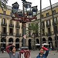 Placa Reial-這個燈也是Gaudi做的,他在巴塞隆納接的第一個案子喔