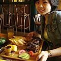 我的肋排餐,吃不完,很大一份,一份才台幣兩百多,在英國只能吃到漢堡王