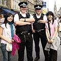 看起來笨笨的警察