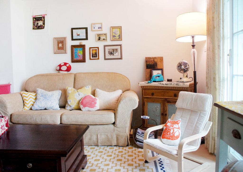 yellow livingroomb
