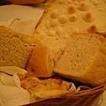 很好吃的麵包,沾橄欖油和醋