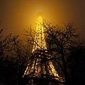 看不定頂的巴黎鐵塔