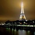 這座橋是個拍鐵塔的好地點