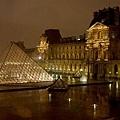 下大雨躲到羅浮宮