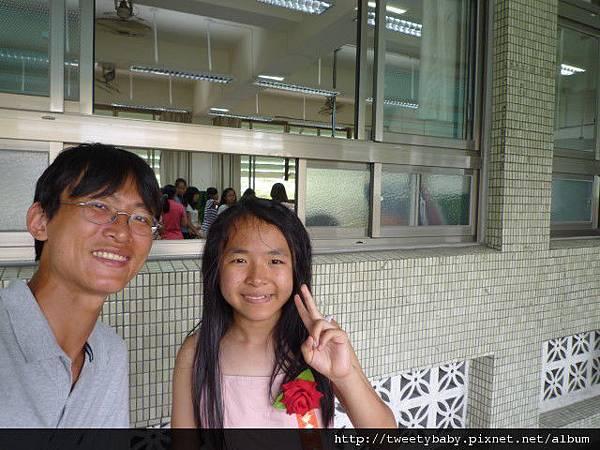 姐姐新和國小畢業典禮 091.JPG