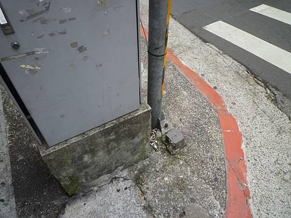 信安街、和平東路口基石.北市四等衛星控制點A011 029