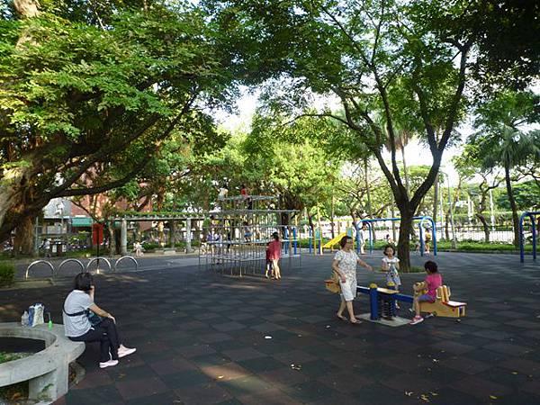 台北二二八紀念公園陸檢0007號一等水準點 012