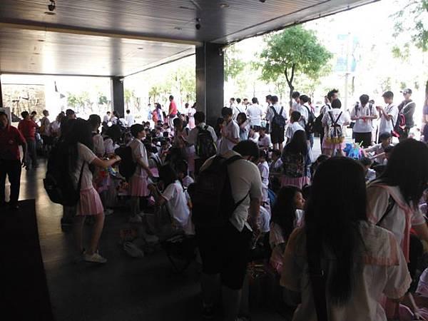 姐姐國中畢業典禮 004.JPG