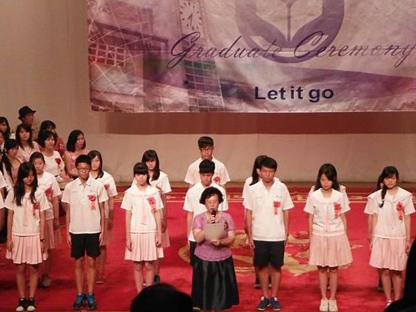 姐姐國中畢業典禮 012.JPG