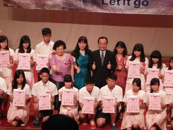 姐姐國中畢業典禮 013.JPG