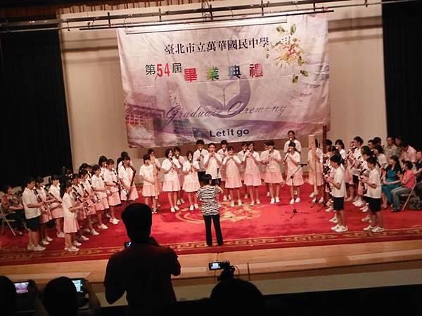 姐姐國中畢業典禮 019.JPG