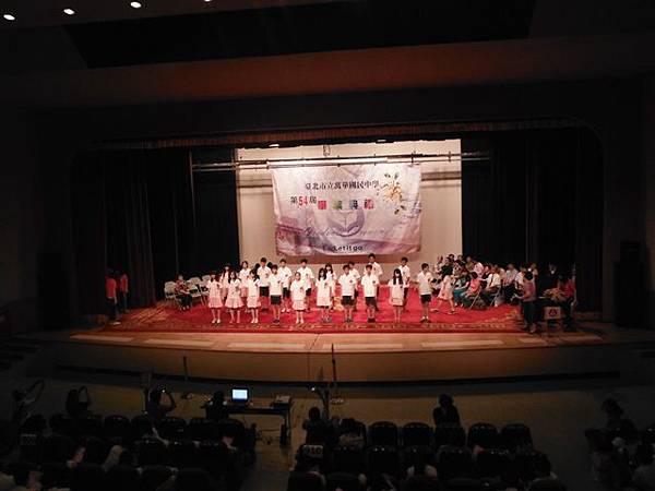 姐姐國中畢業典禮 021.JPG