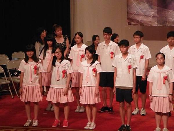 姐姐國中畢業典禮 022.JPG