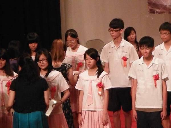 姐姐國中畢業典禮 024.JPG