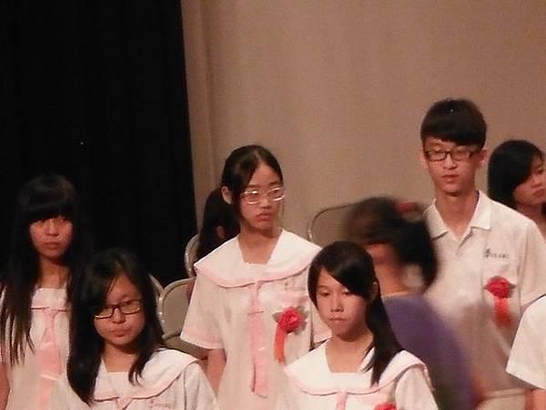 姐姐國中畢業典禮 025.JPG