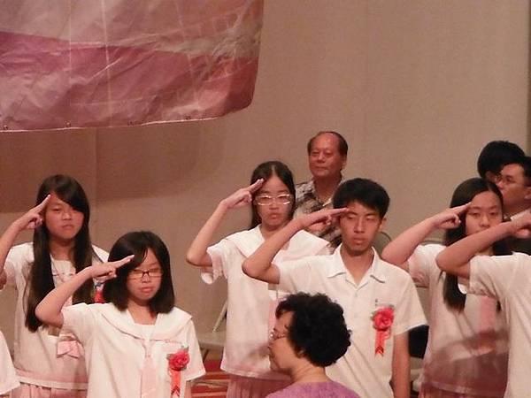 姐姐國中畢業典禮 032.JPG