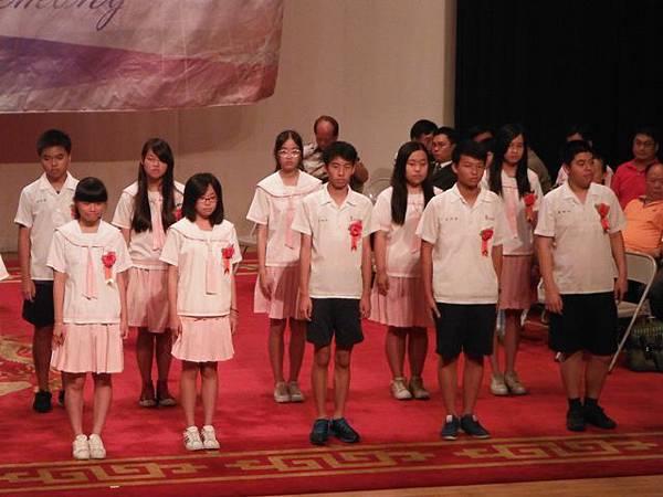 姐姐國中畢業典禮 033.JPG