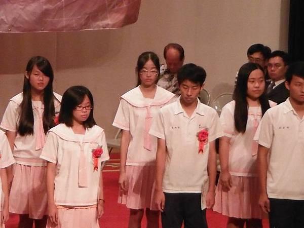 姐姐國中畢業典禮 034.JPG