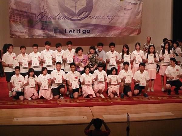 姐姐國中畢業典禮 035.JPG