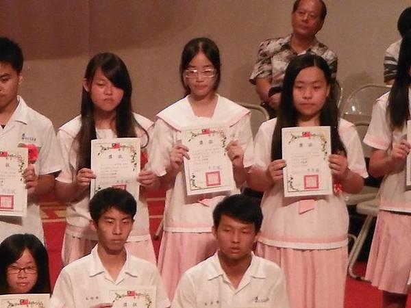 姐姐國中畢業典禮 036.JPG