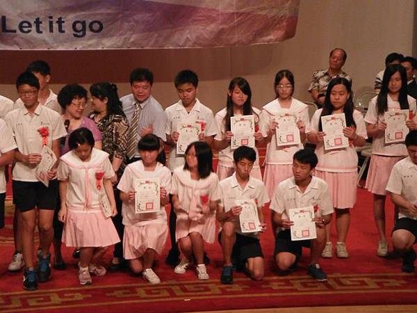 姐姐國中畢業典禮 037.JPG