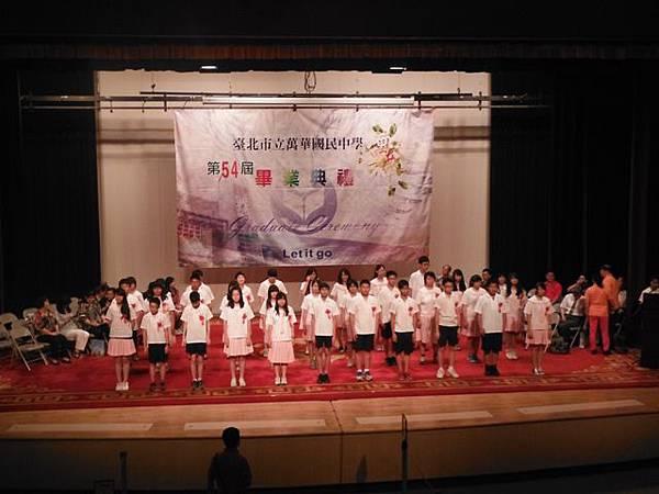 姐姐國中畢業典禮 040.JPG