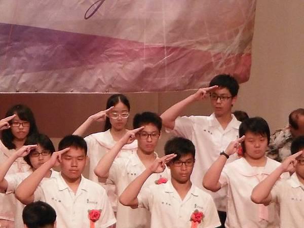 姐姐國中畢業典禮 044.JPG