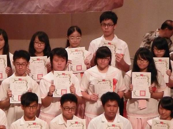 姐姐國中畢業典禮 047.JPG