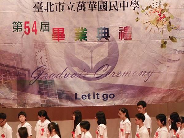 姐姐國中畢業典禮 051.JPG