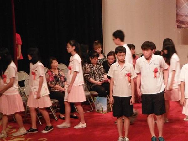 姐姐國中畢業典禮 053.JPG