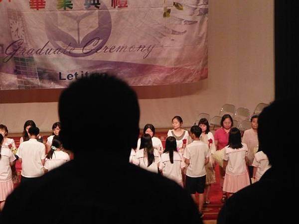 姐姐國中畢業典禮 056.JPG