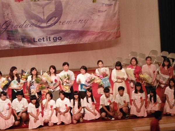 姐姐國中畢業典禮 057.JPG