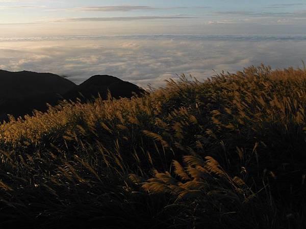 小觀音山西峰火山口.大屯自然公園.百啦卡山.大屯山夕陽、雲海、秋芒 165.JPG