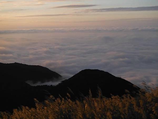 小觀音山西峰火山口.大屯自然公園.百啦卡山.大屯山夕陽、雲海、秋芒 174.JPG