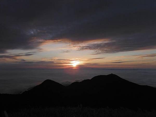 小觀音山西峰火山口.大屯自然公園.百啦卡山.大屯山夕陽、雲海、秋芒 176.JPG
