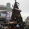 西門捷運站聖誕樹 017.JPG