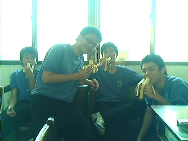 為了籃球每天吃香蕉XD