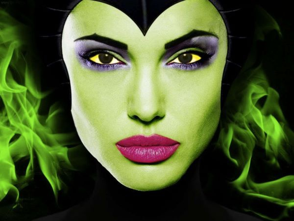 Angelina-Jolie-as-Maleficent-disney-19758228-1024-768.jpeg