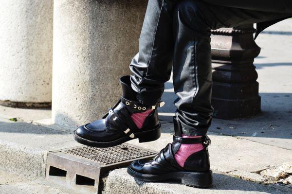 時髦趨勢 ※ 11 位穿Balenciaga Cut-Out 踝靴的國外部落客!