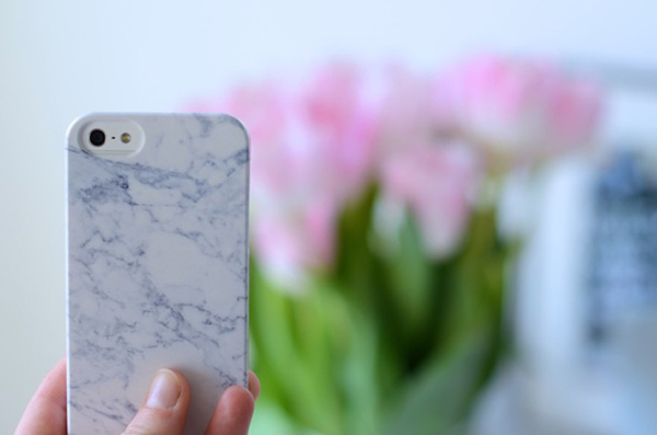 white-marble-iphone-case-710x470