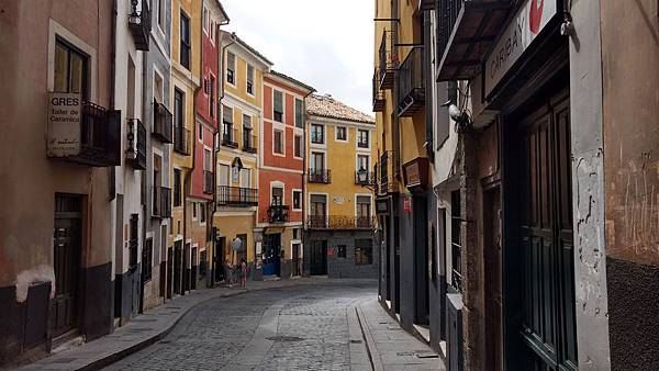 非常喜歡西班牙昆卡小鎮,街道裡怎麼拍怎麼美.jpg