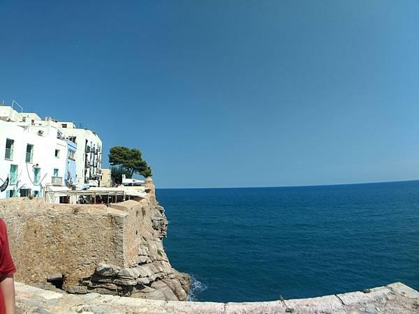 迷人的地中海美景 天很藍 太陽很大@月亮之堡.jpg