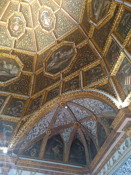 外觀樸實,內部卻金碧輝煌的葡萄牙的仙達皇宮.jpg