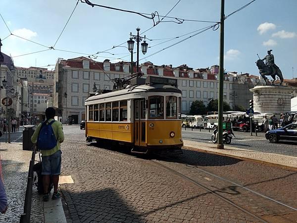來葡萄牙一定要體驗一下當地的路上電車!.jpg