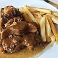 牛尾餐,名子可怕,味道最出乎意外的美味! 不愛牛肉卻很愛的我.jpg