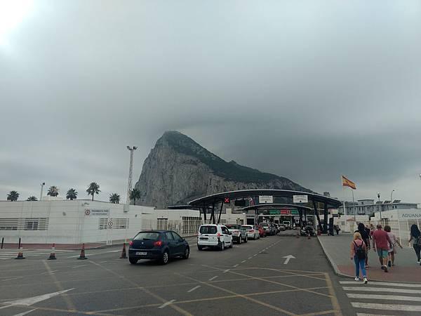 今天又出國到英屬直布羅陀,要拿護照走過安檢.jpg